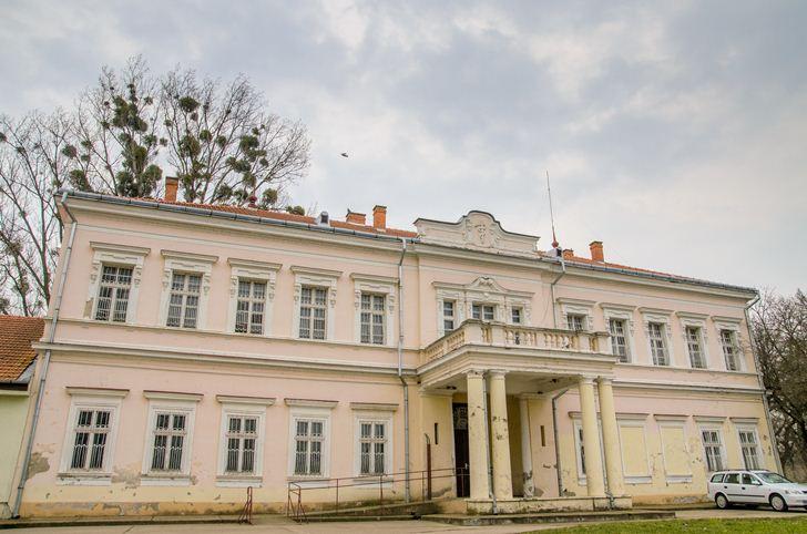 Palatul ascuns din apropierea Văii lui Mihai – Fosta reședință a contelui Pongrácz Jenõ din Cadea