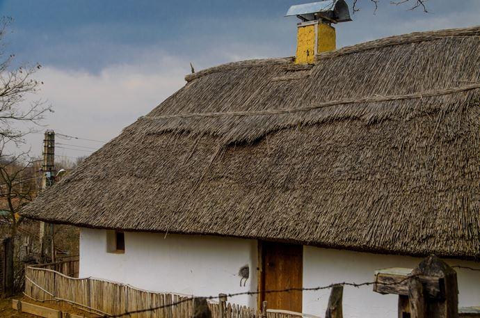 Cum arată casa unui țăran servitor în satul celor 1000 de pivnițe?