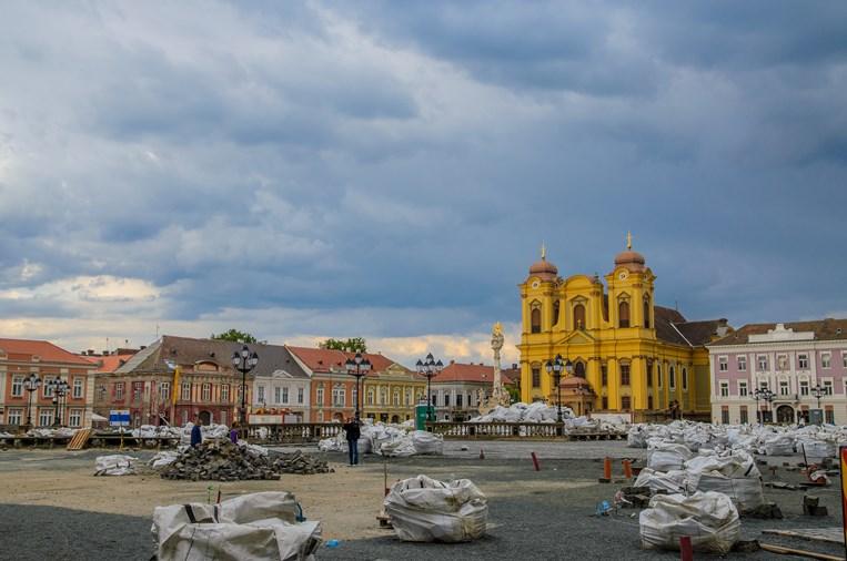 Ups! O rezervaţie de istorie şi arhitectură în inima Timişoarei: Piaţa Unirii