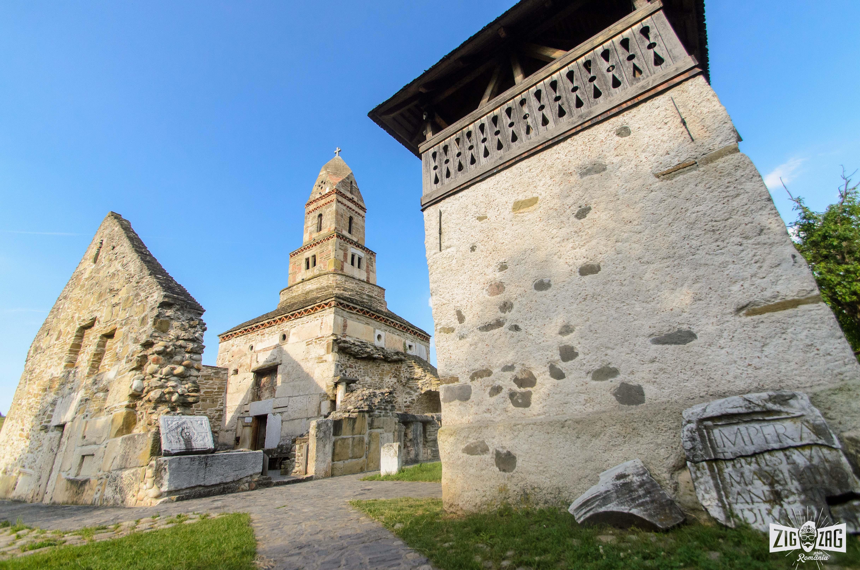 biserica densus piatra