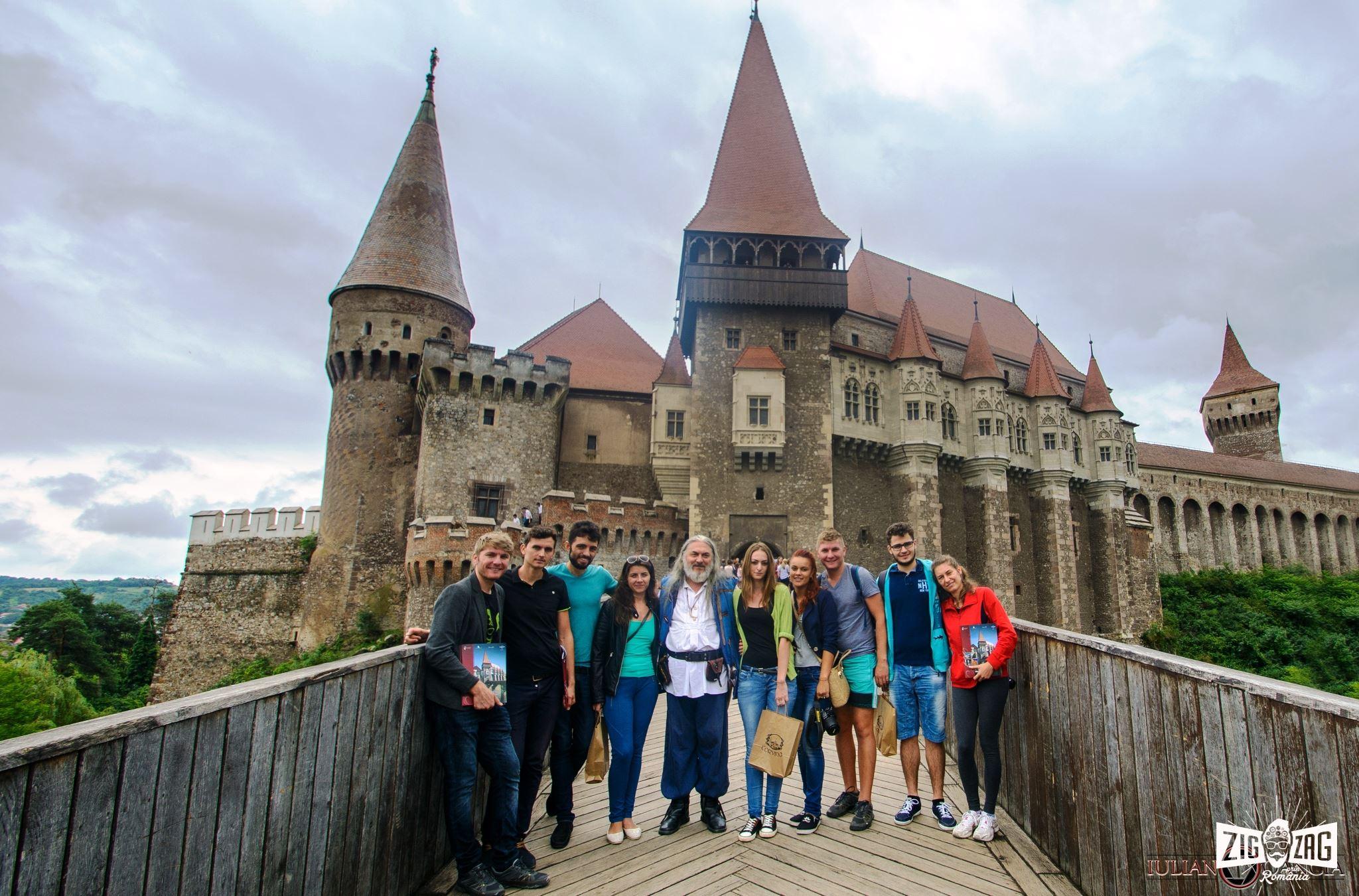 Castelul Corvinilor zig zag