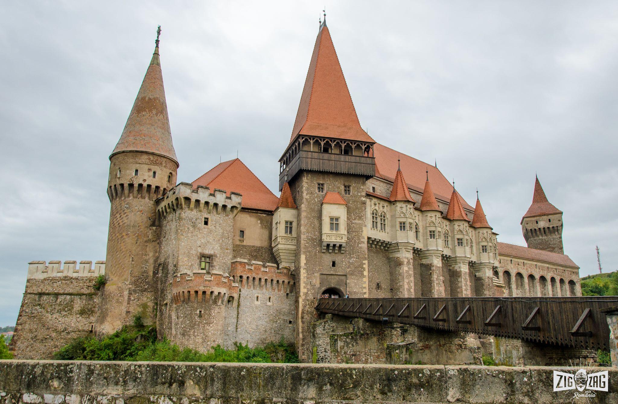 castelul corvinilor exterior