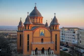 Biserica Ortodoxă Sfânta Parascheva: bijuteria roșiatică din Marghita