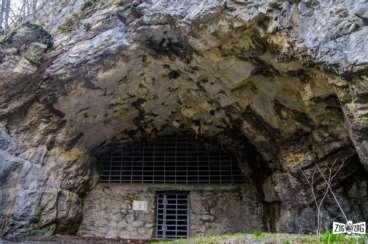 Labirintul natural săpat în stâncă – Peștera Măgura