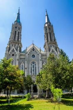 Comoara lăsată de bulgari: Povestea Bisericii romano-catolice din Vinga