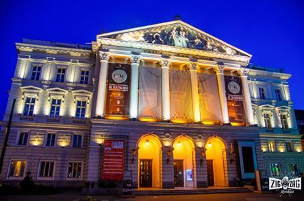 Pereții care-ți șoptesc când cortina de jos – Teatrul de Stat