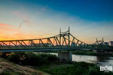 Trei poduri suspendate sau un simbol al Aradului ? Povestea Podului Traian